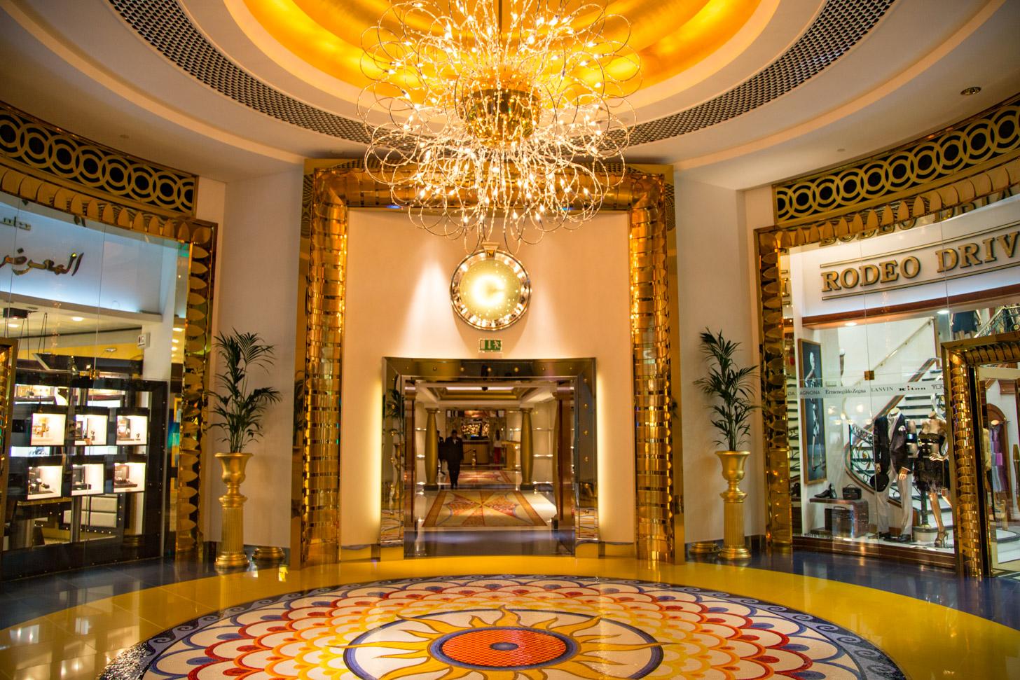 Interieur van het luxe Burj al Arab hotel