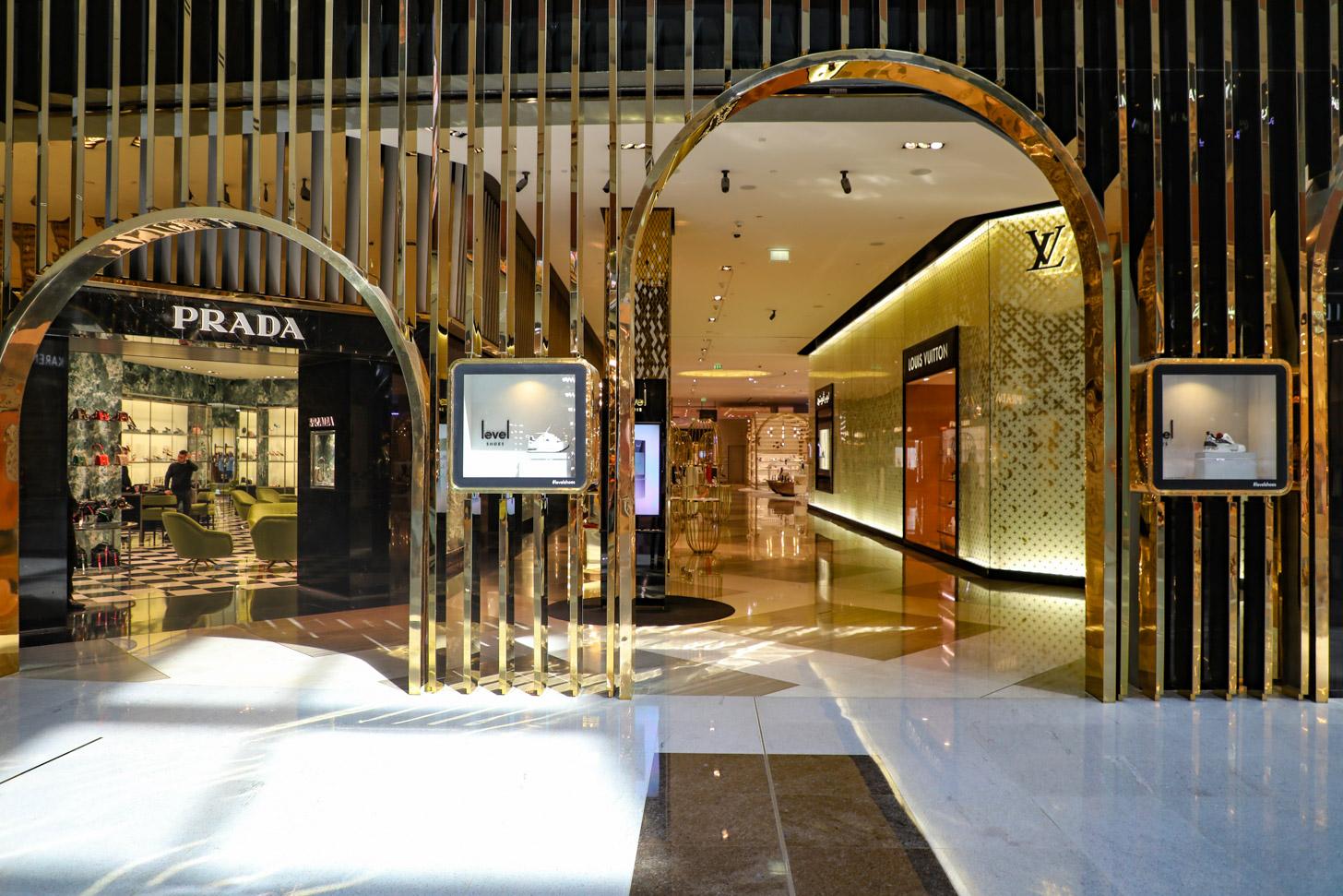 Prada en Louis Vuitton winkels in de Dubai Mall