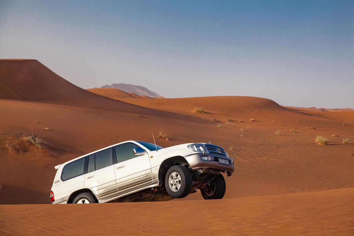De leukste manier om de woestijn van Dubai te verkennen is tijdens een desert safari