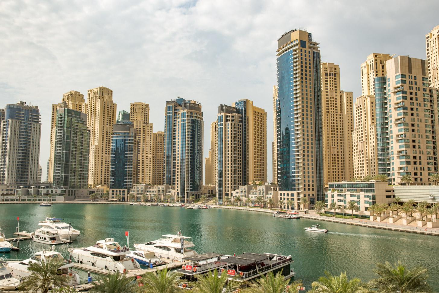 Wolkenkrabbers en veel water zijn kenmerkend voor de Dubai Marina.