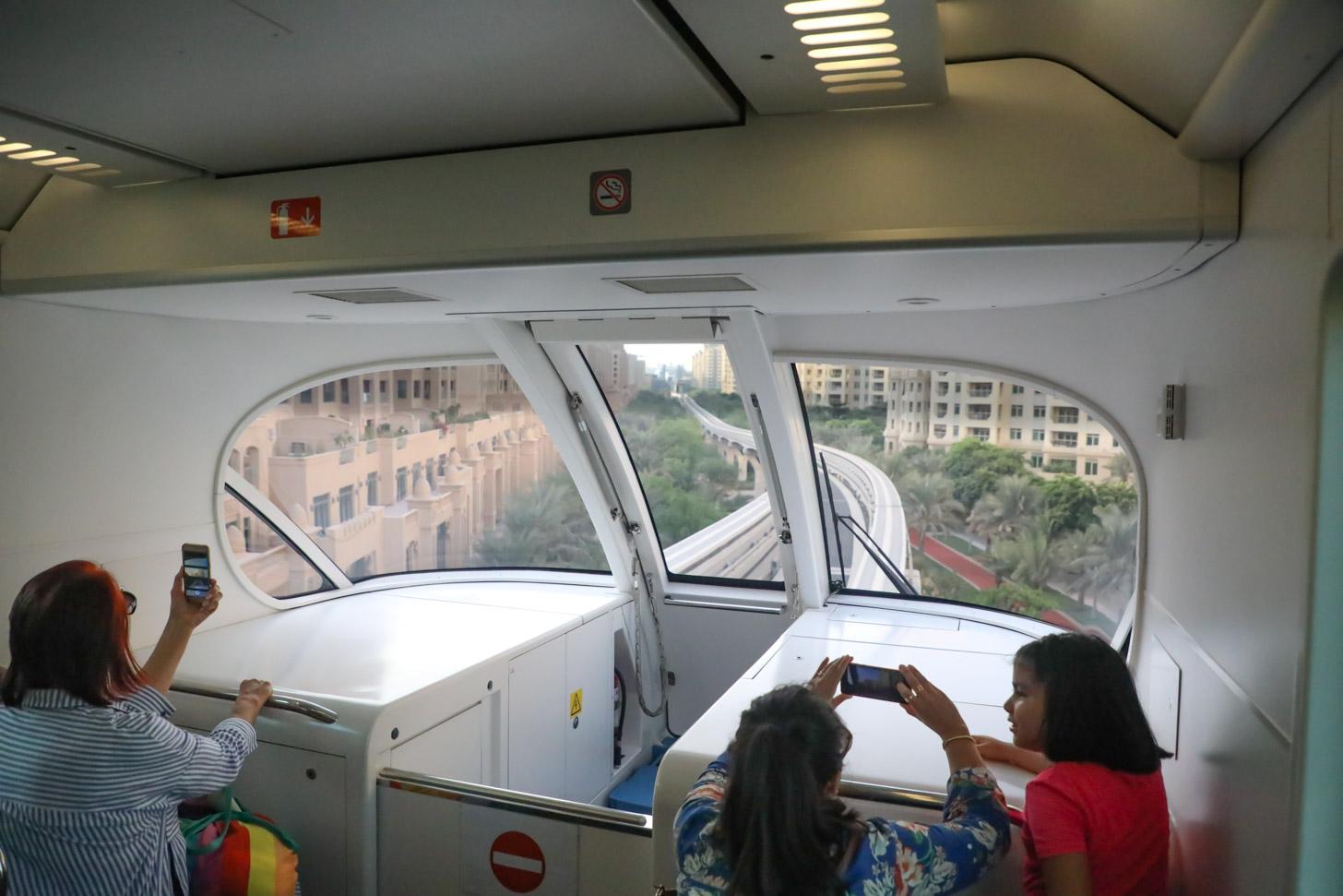 Uitzicht vanuit de monorail op Palm Jumeirah